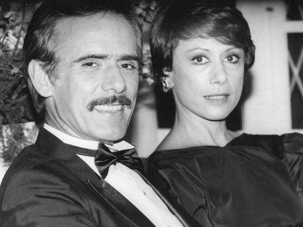 Lucas com a esposa Darlene (Dina Sfat), com quem vivia um casamento aparentemente perfeito (Foto: CEDOC/ TV Globo)