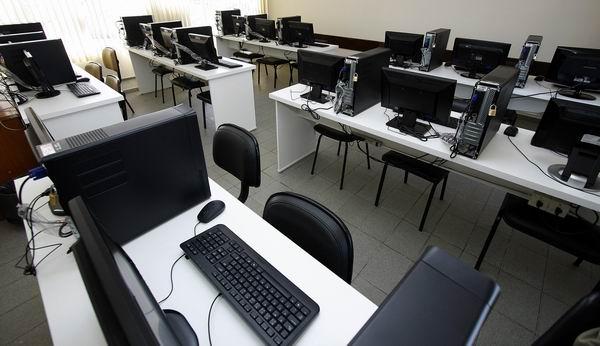 Laboratório de Informática no Instituto Vó Diurna (Foto: Euricles Macedo)