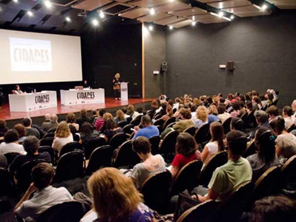 Mariana Cavalcanti, a curadora do evento, participou da palestra com Jean Comaroff (Foto: Kiko Cabral)