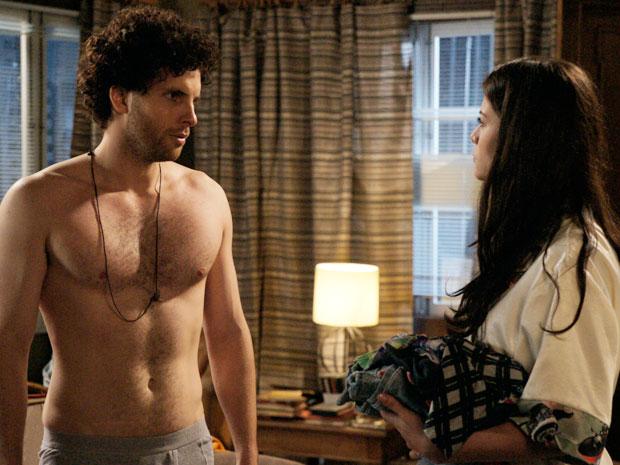 Márcio resolve morar com Lili na casa de sua família (Foto: TV Globo/ O Astro)