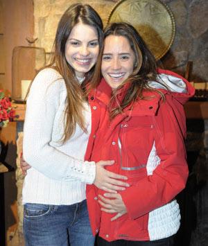 Fernanda Vasconcellos e Sthefany Brito gravam juntas cenas da novela A Vida da Gente (Foto: Renato Rocha Miranda/ TV Globo)