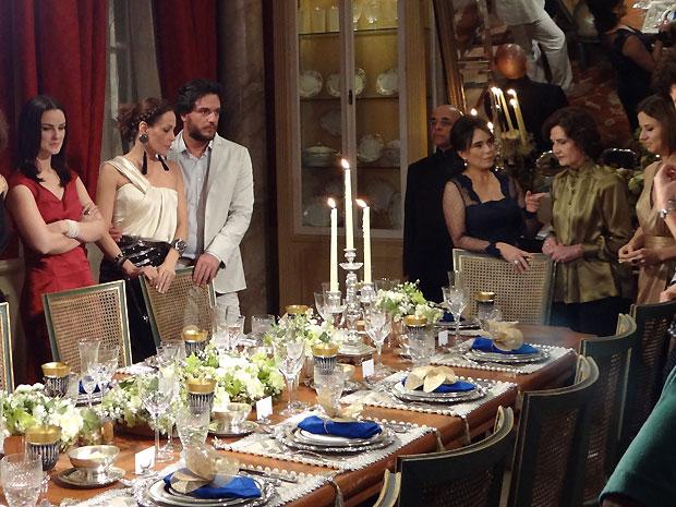 Nádia conta a Jamile que Amin tem um caso com Silvia (Foto: TV Globo/ O Astro)