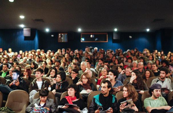 Mais de 200 pessoas lotaram a sessão de abertura do Festival Adaptação (Foto: Fabio Abu-Chacra)