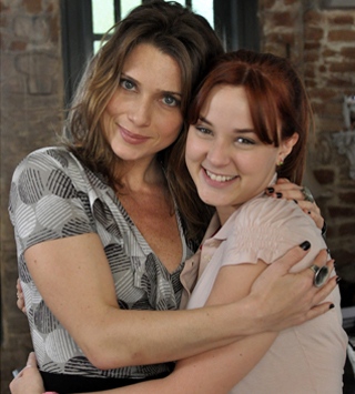 Letícia Spiller e Juliana Lohmann são mãe e filha na nova temporada de Malhação (Foto: TV Globo / João Cotta)