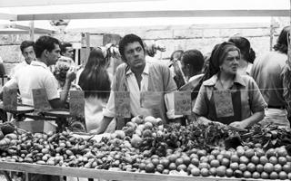 Nando e Baronesa eram feirantes em Pigmalião 70 (Foto: TV Globo / CEDOC)