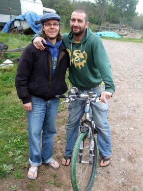 Dago Schelin e o personagem de seu documentário Mark (Foto: Divulgação)