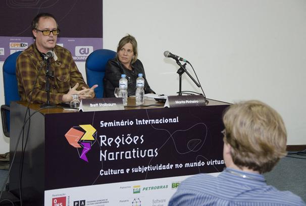 Brett Stalbaum e Marta Pinheiro discutem a subjetividade nos mundos virtuais (Foto: Kiko Cabral)