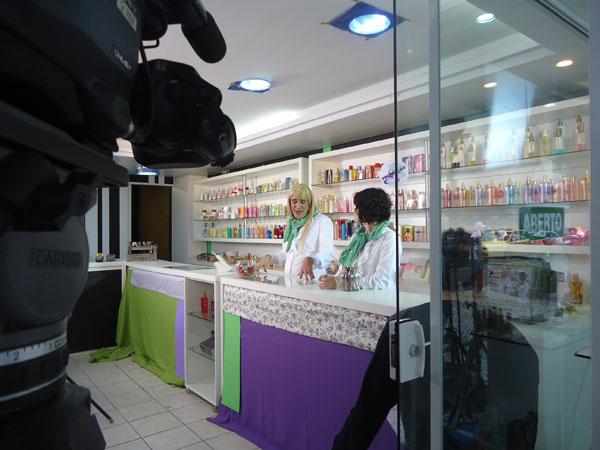 Diogo Portugal é uma balconista de uma loja de cosméticos (Foto: Divulgação)