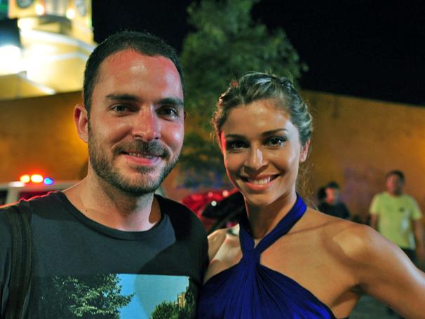 Grazi e o ator colombiano Manolo Cardona gravam em Cartagena (Foto: TV Globo / Estevam Avellar)