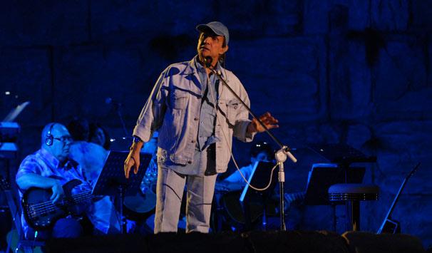 Roberto Carlos se preparar para a apresentação em Jerusalém (Foto: Zé Paulo Cardeal/ TV Globo)