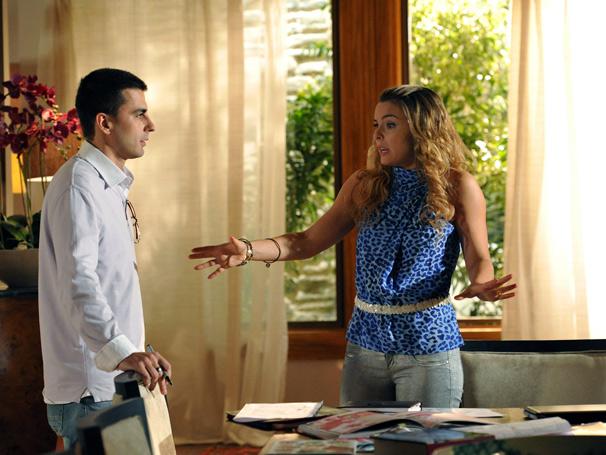 Cris (Regiane Alves) interpreta uma alpinista social (Foto: TV Globo / João Cotta)