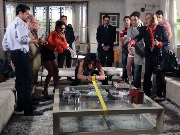 Minerva se instala em casa novamente e arma a maior confusão com Isaías e Virgínia (Foto: TV Globo/ Morde Assopra)