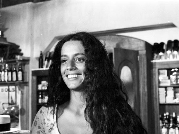 Gabriela (Sônia Braga) é uma menina ingênua e sensual  (Foto: TV Globo / CEDOC)