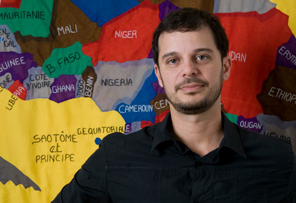 O professor fala sobre História da África e a luta dos moçambicanos na independência e na Guerra Civil (Foto: Debora 70)
