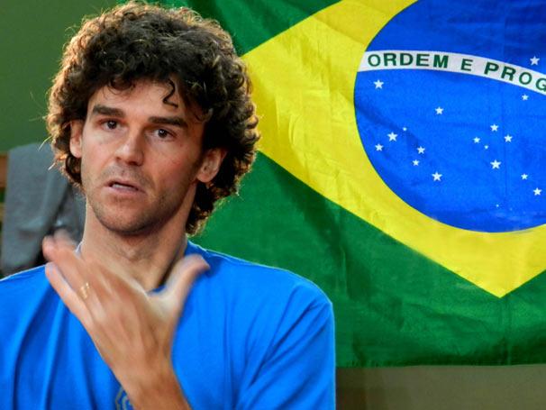 Guga dá declaração enaltecendo qualidades esportivas e o talento de Ana (Fernanda Vasconcellos) (Foto: TV Globo/ Rodrigo Leão)