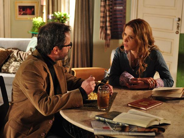 Celina (Leona Cavalli) quer muito um filho, mas Lourenço (Leonardo Medeiros) acha que ainda não é a hora (Foto: TV Globo/Estevam Avellar)