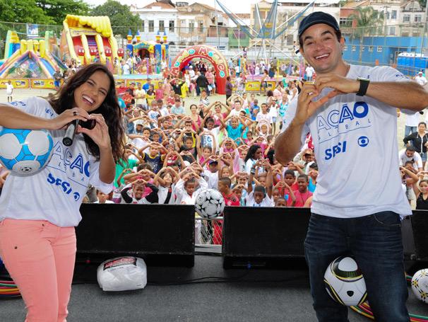 Anderson di Rizzi e Jurema Reis participam do evento na Gamboa  (Foto: TV Globo / Kiko Cabral)