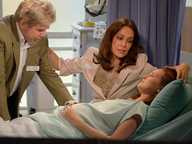 Jôse comunica a Amanda e Assunção que não desistiu de ter seu filho (Foto: TV Globo/ O Astro)