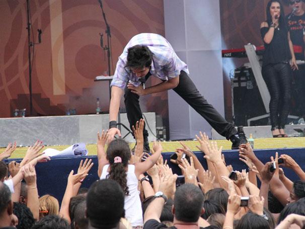 Luan Santana se despede do público (Foto: TV Globo / Camila Crespo)