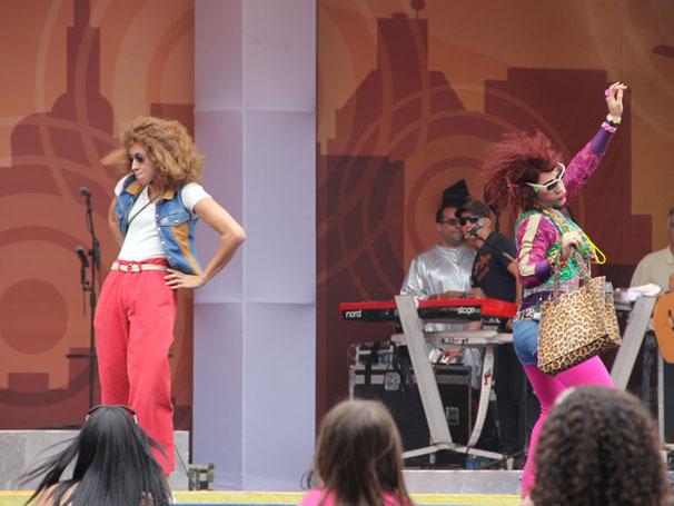 Janete e Valéria dançam funk e arrancam gargalhadas (Foto: TV Globo / Camila Crespo)