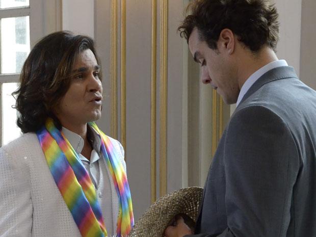 Josué encontra Áureo na igreja (Foto: TV Globo/ Morde & Assopra)