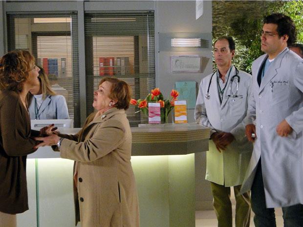 Eva implora que ele a deixe ver a filha (Foto: TV Globo/ A Vida da Gente)