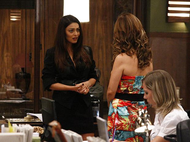 Nina diz a Beatriz que Herculano está sendo acusado de forma injusta e revela que não aconteceu nada entre eles (Foto: TV Globo/ O Astro)