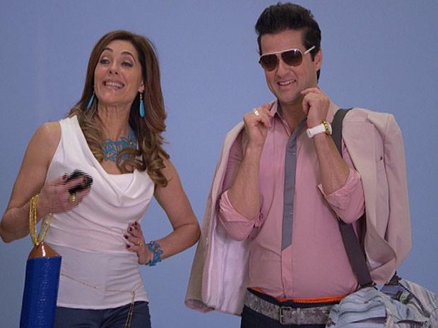 Tereza Cristina vai com Crodoaldo ao treino do time de vôlei e se surpreende com o time dele (Foto: TV Globo/ Fina Estampa)