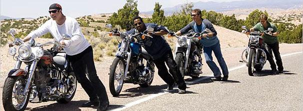 Entediados pela vida que levam, quatro amigos decidem se libertar e virar motoqueiros (Foto: Divulgação)