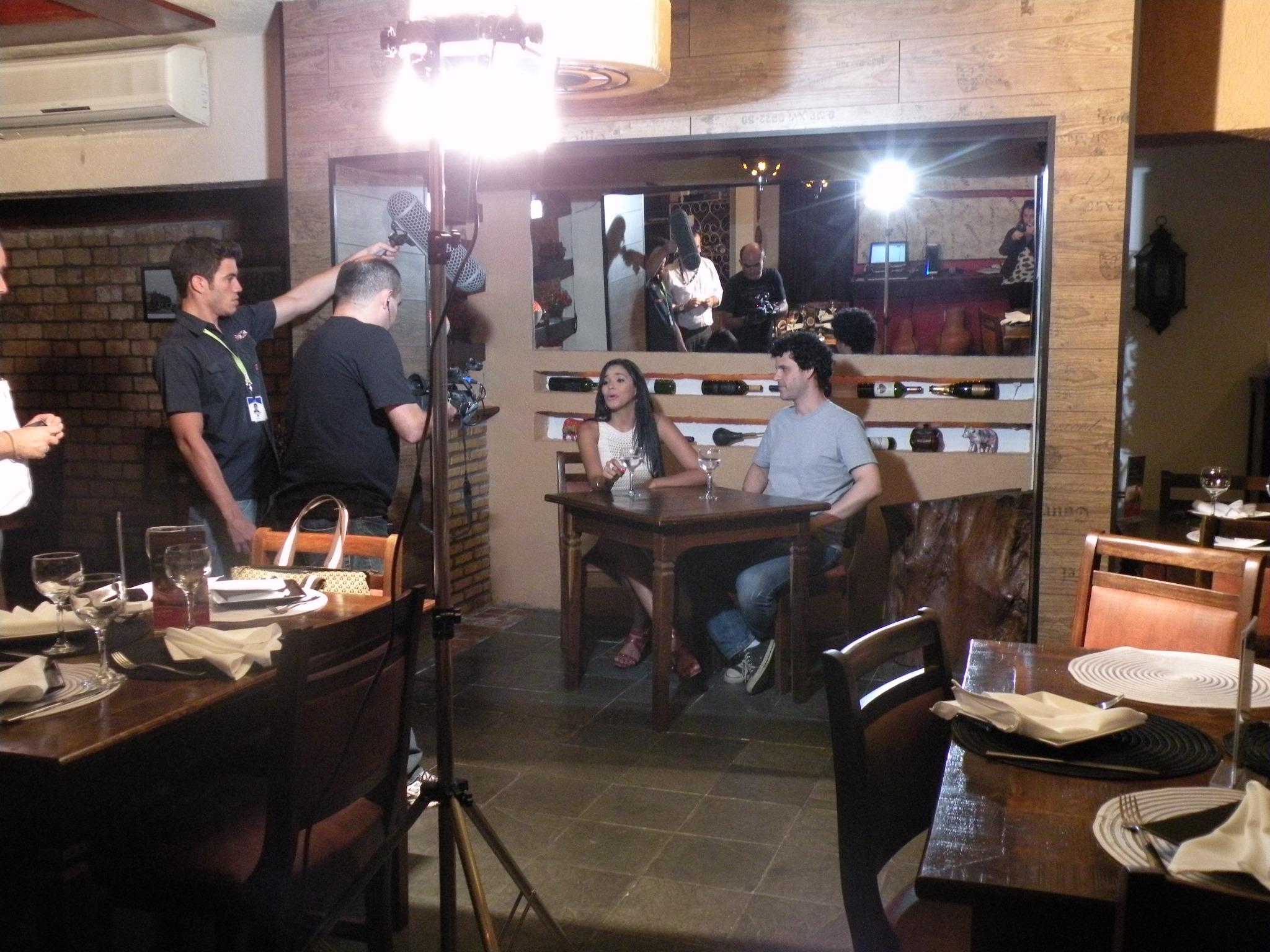 Niara Meireles, apresentadora do Se Liga VM entrevista o ator Bruno Garcia (Foto: Alyne Cardoso)