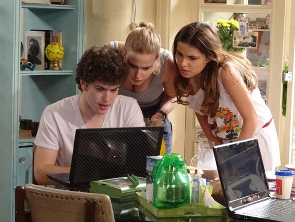 Gabriel recebe uma mensagem no Além da Intuição com o título 1046 (Foto: TV Globo / Malhação)