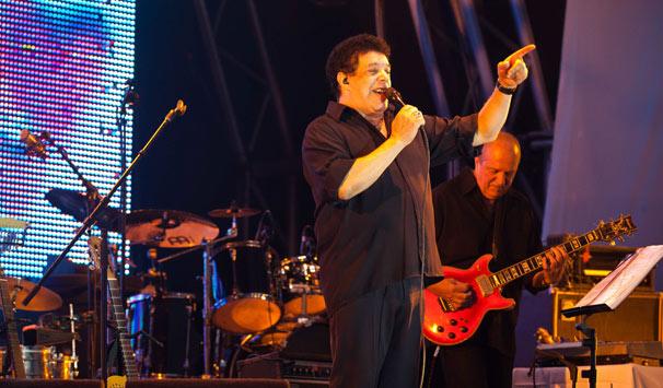 Wando embalou a plateia com seus sucessos românticos (Foto: Kamene Traça/ TV Globo)