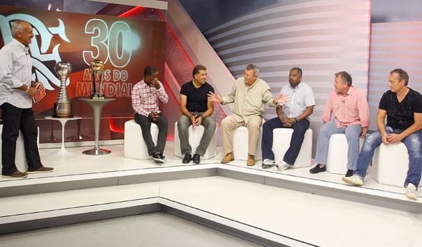 Os sete campeões mundiais pelo Flamengo reunidos no estúdio da Rede Globo (Foto: Wagner Meier/ TV Globo)