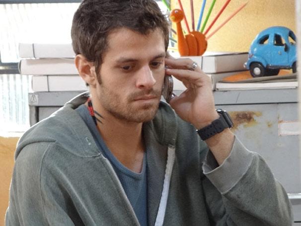 Moisés descobre que os pais de Alexia vão levá-la para o Canadá (Foto: TV Globo / Malhação)