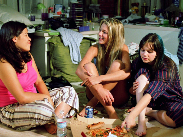quatro amigas e um jeans viajante (Foto: Reprodução/Divulgação)