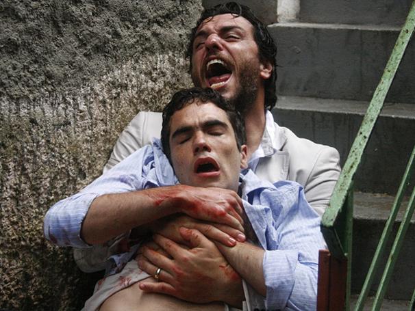 Alan leva tira no lugar de Herculano (Foto: TV Globo / O Astro)