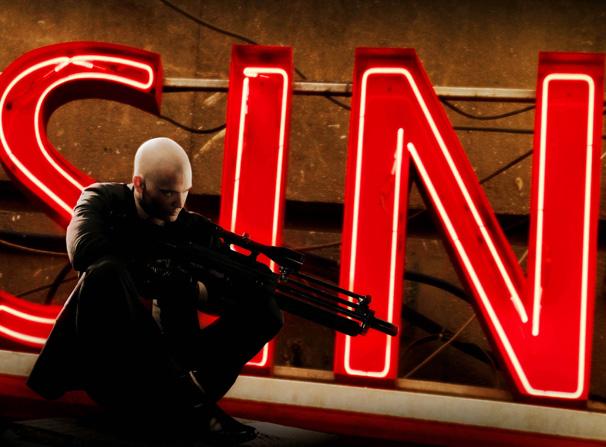 O Agente 47 mira em seu próximo alvo (Foto: Twentieth Century Fox / Divulgação)