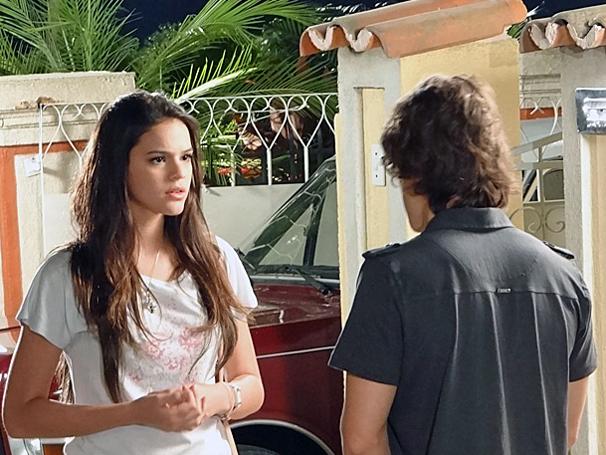 Orlandinho procura Belezinha e diz que não poderá continuar com as aulas (Foto: TV Globo / Aquele Beijo)