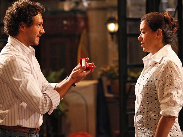 Griselda parte o coração de Guaracy ao desmentir noivado (Foto: TV Globo / Fina Estampa)