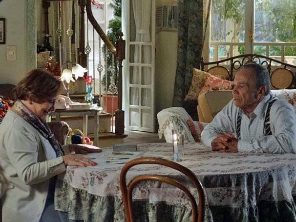 Iná prevê que Manu e Rodrigo ficarão juntos (Foto: TV Globo/ A Vida da Gente)
