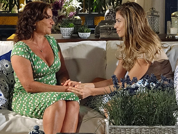 Lucena confessa a Amália que passou a noite com Vicente (Foto: Divulgação TV Globo)