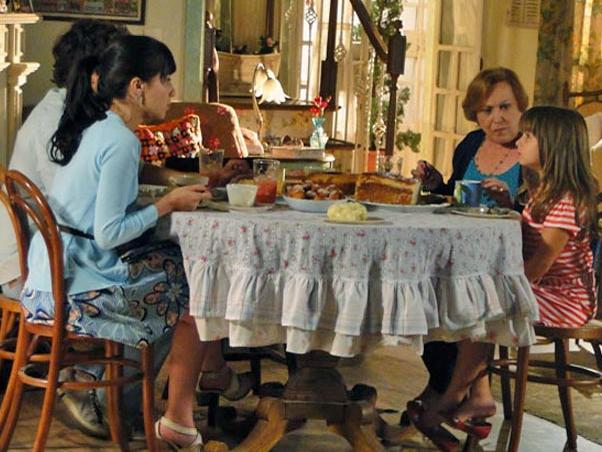 Júlia reclama de visitar Ana no hospital (Foto: TV Globo / A Vida da Gente)