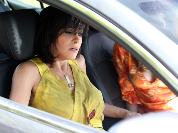 Marcela leva tiro em assalto armado por Tereza Cristina (Foto: TV Globo / Fina Estampa)