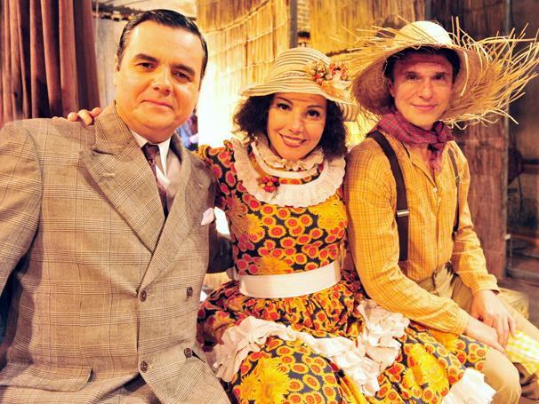 Heloísa Perissé grava com Cássio Gabus e Fernando Eiras (Foto: TV Globo / João Miguel Júnior)