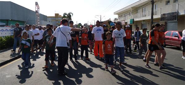 Dia começou com a caminhada contra a violência Paz Sem Voz é Medo (Foto: Divulgação/RPC TV)