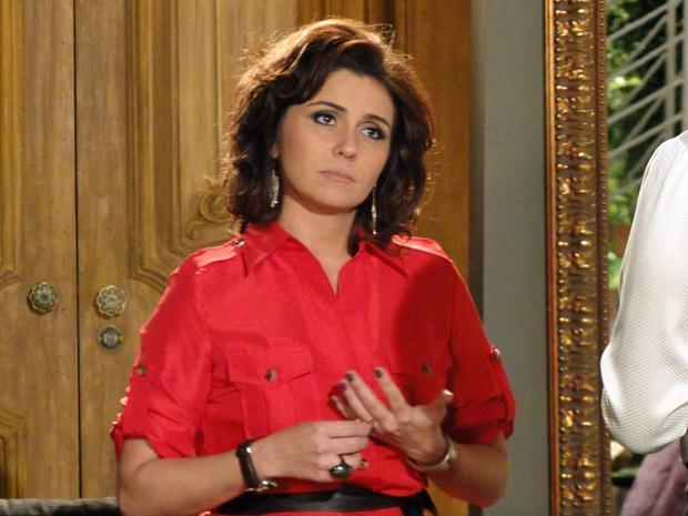 Claudia desabafa com a mãe e lamenta ter ido morar com a sogra (Foto: TV Globo/ Aquele Beijo)