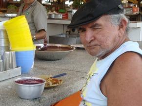 Paraense consome açaí durante o almoço (Foto: Divulgação / Conab Elizabeth Turini )