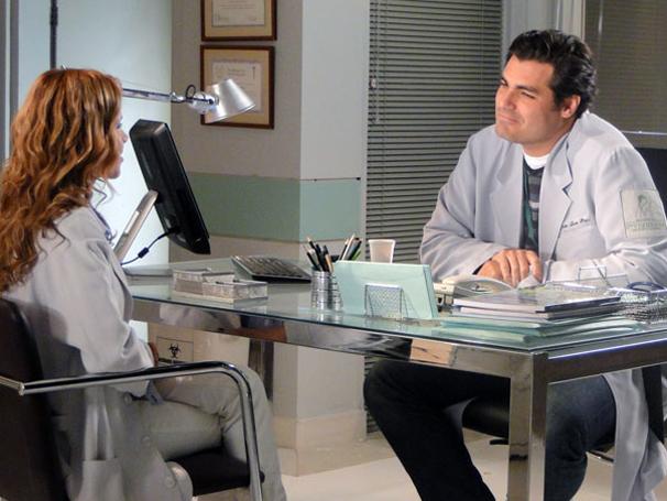 Lúcio admite que está interessado em Ana (Foto: TV Globo/ A Vida da Gente)