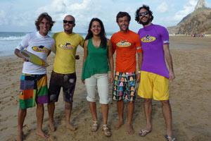Luciana Ávila e os participantes da última edição do reality show Nas Ondas em Fernando de Noronha (Foto: Divulgação/ TV Globo)