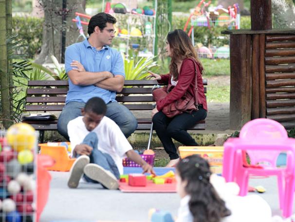 Ana aceita convite de Lúcio para sair (Foto: TV Globo/ A Vida da Gente)